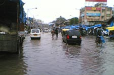 Pictures of Mumbai Flood,July 2006