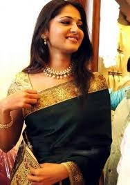Anushka saree Hot